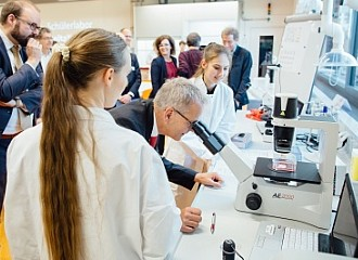 "The ""DeltaX"" Students' Laboratory Promotes the Desire to Do Research"